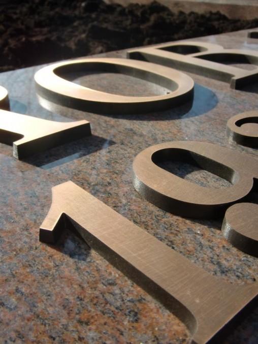 bronzen letters groot