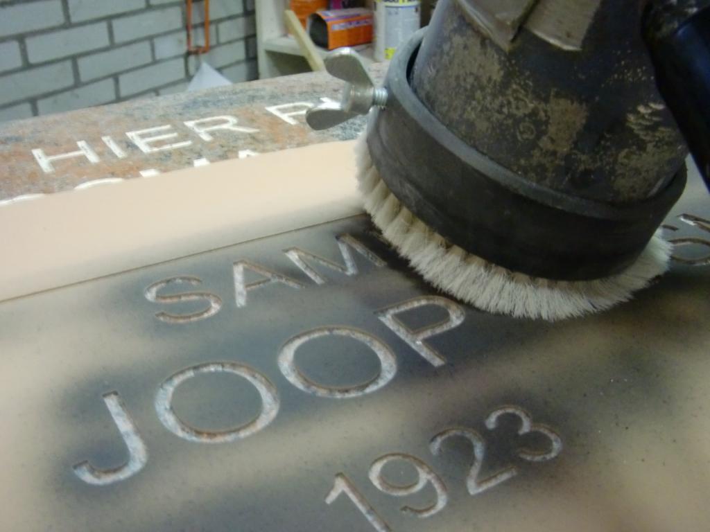 gezandstraalde letter grafsteen