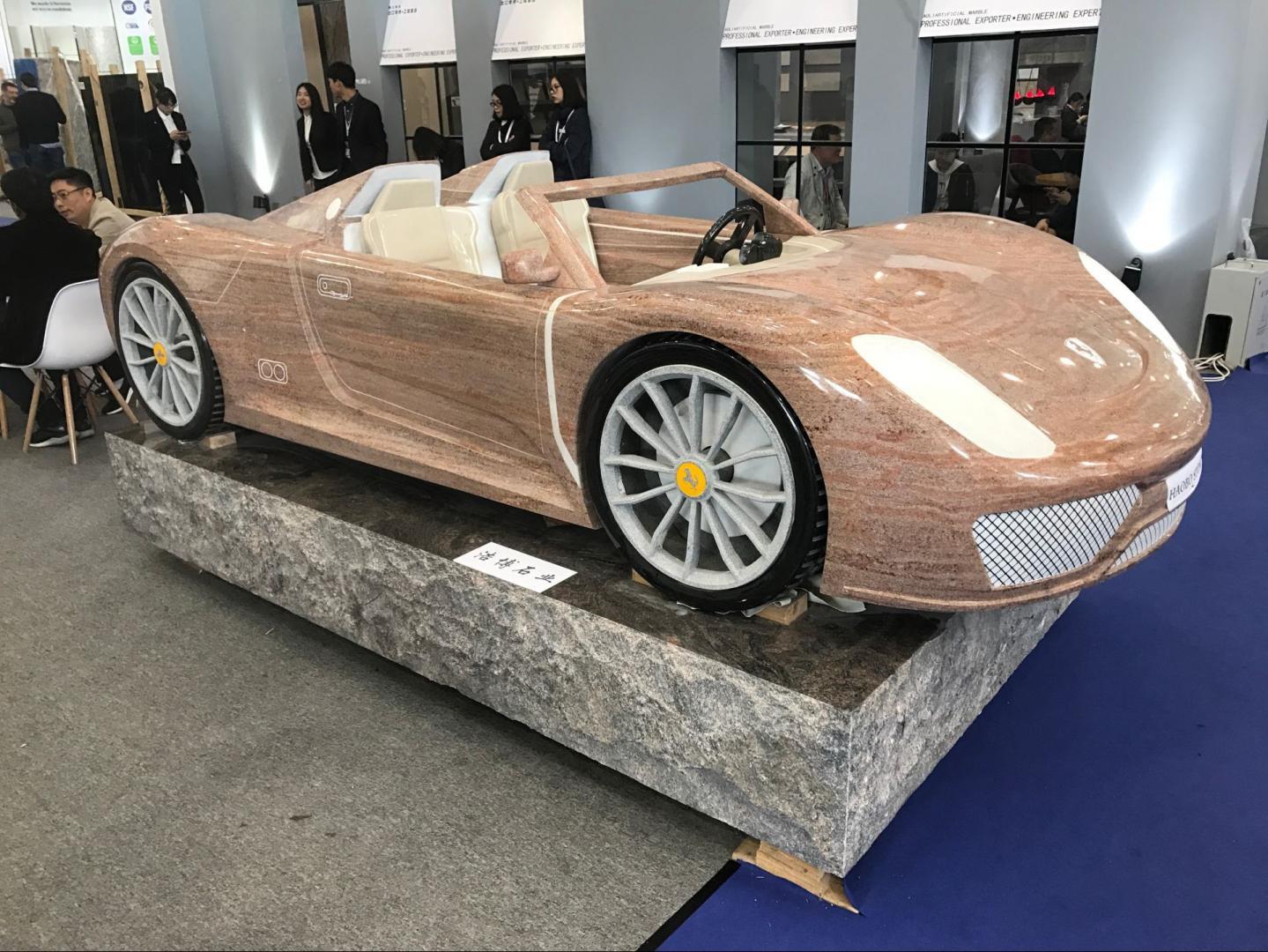 Granieten auto met de hand gemaakt